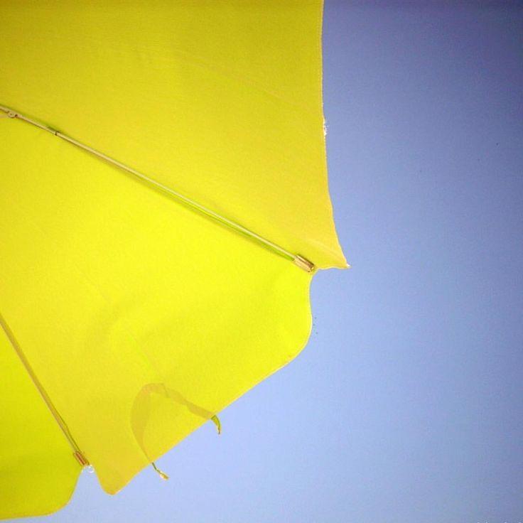 Bom dia! ⛱💙💦#anapauladesaarquitetura #lar156 #diáriodeobra #decoração #arquitetura #architecture #architecturelovers #detalhes #details #interiordesign #interiores #decor #CaboFrio #CF #RJ #feriado #paraíso #praia #sol #mar #descanso #sossego #viagem #travel #miniférias #natureza #nature #sombreiro #ceu #sky