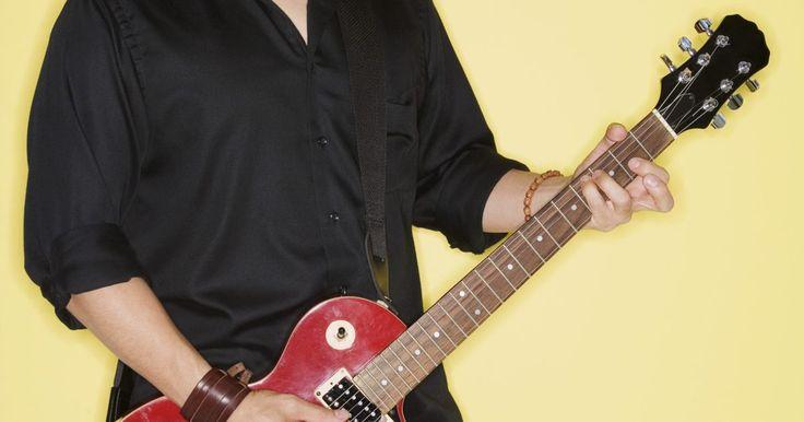 Como conectar uma guitarra em um computador . Um captador eletrônico permite que as cordas da guitarra enviem informação de áudio para qualquer dispositivo que possa receber sinais de áudio eletrônicos, incluindo seu PC. Todas as guitarras elétricas possuem captadores eletrônicos. Alguns violões não possuem. Se sua guitarra não possui um desses, você precisará comprar um captador externo. ...
