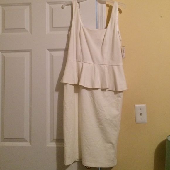 Sleeveless White Peplum Dress Beautiful white peplum dress, never worn! Carmen Marc Valvo Dresses