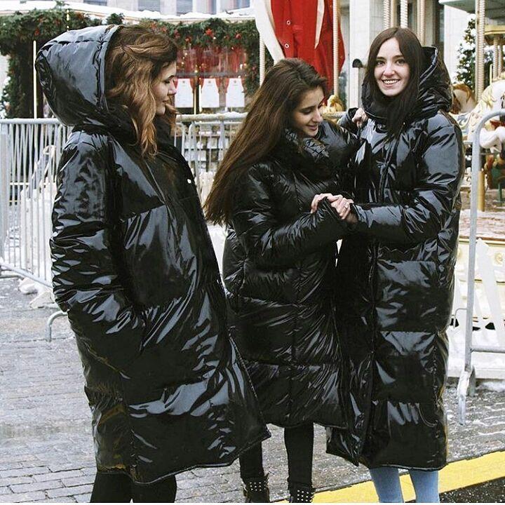 Nagyon szeretek ilyen kabátban Skodázni,mert nem indul,és élvezem,hogy nyekereg,de nem kapja el
