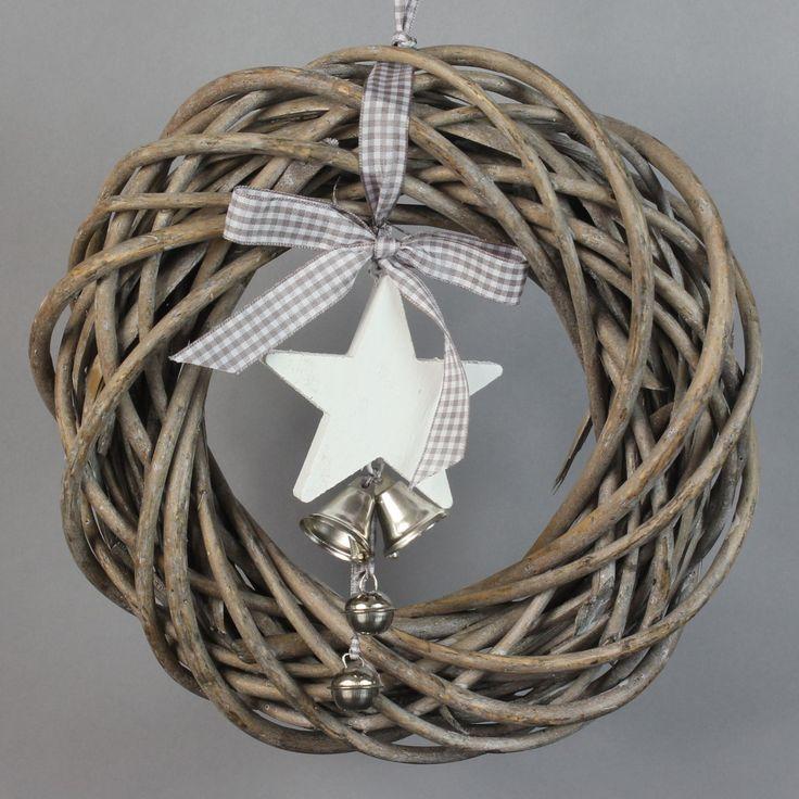 Die besten 25 weihnachtlich dekorieren hauseingang ideen - Weidenkranz dekorieren ...