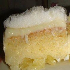 Aprenda fazer a Receita de Bolo de abacaxi com creme. É uma Delícia! Confira os Ingredientes e siga o passo-a-passo do Modo de Preparo!