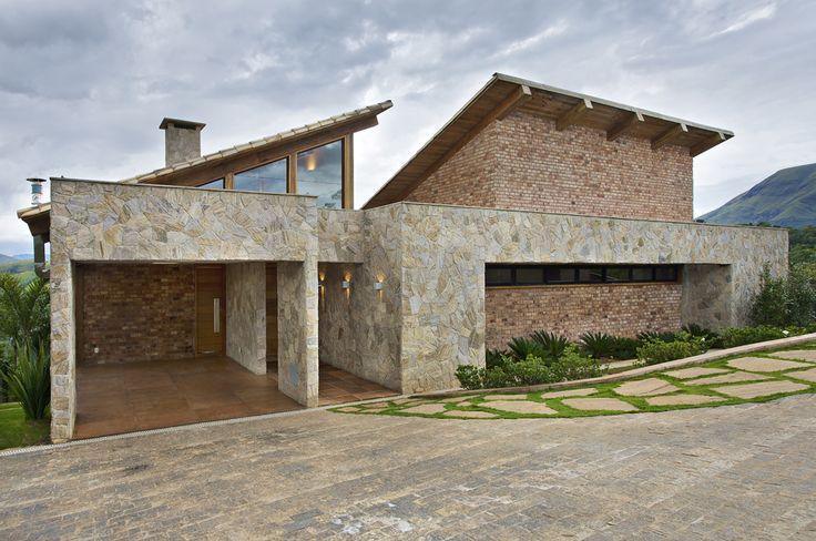 Mountain House in Brazil by David Guerra