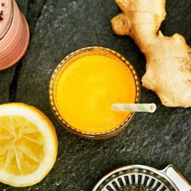 Ananas, apelsin och morot passar fint tillsammans och ingefäran ger ett spännande sting i denna smakrika juice. Juicen blir till en riktig hälsokick, full av fräscha nyttigheter och goda smaker! Använd en råsaftscentrifug för bästa resultat.