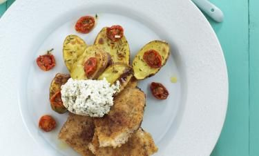 Frasig kalkonschnitzel med kronärtskockskräm och rostad potatis