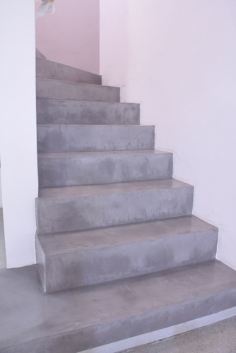 Escalier en Béton Ciré Gris Clair Polished Concrete in a Staircase - Soft Grey