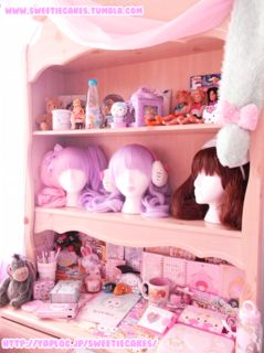 i love those pastel lolita wigs ! i personally have a long front fringe luka one and its super cute !