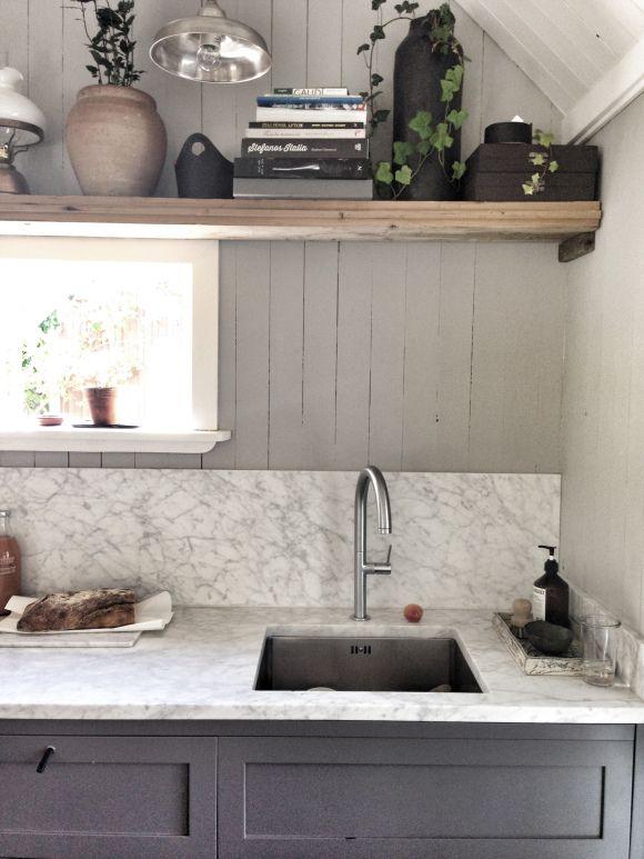 Elin Lannsjös cottage kitchen