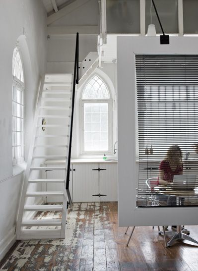 clever: Idea, Floors, Capes Town, White Rooms, Screens, Rooms Dividers, Modern Home, Church Window, White Stairs