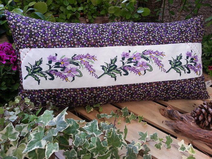 Begüldan Basma - Kanaviçe Yastık - Lila Büyük Çiçek Deseni ürününü %24 indirimle hemen satın alın!