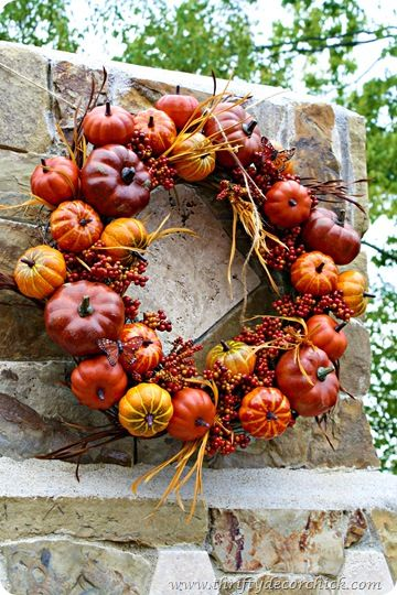 Make an outdoor pumpkin wreath to decorate your patio