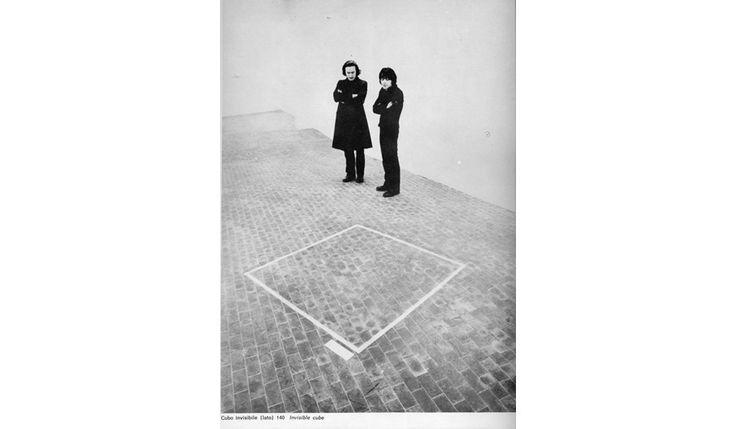 Gino De Dominicis e Claudio Abate di fronte al Cubo invisibile, 1969