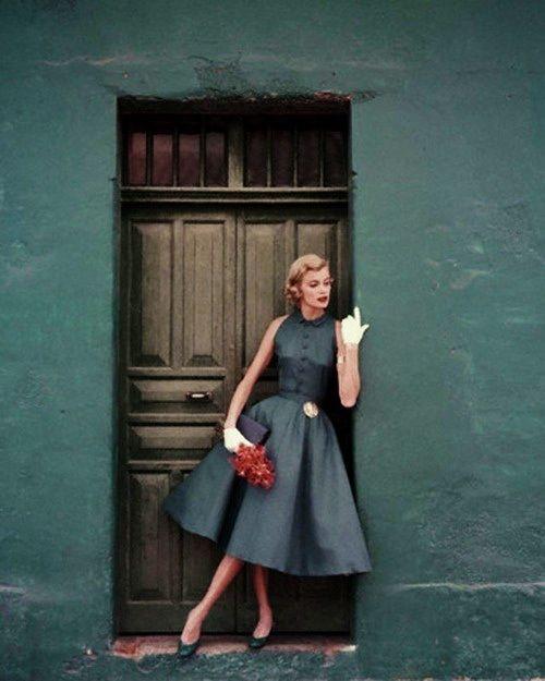 50s fashion, glamorous. :) Pinned by Silvia Ferrari @silviaferrari http://www.pinterest.com/silviaferrari