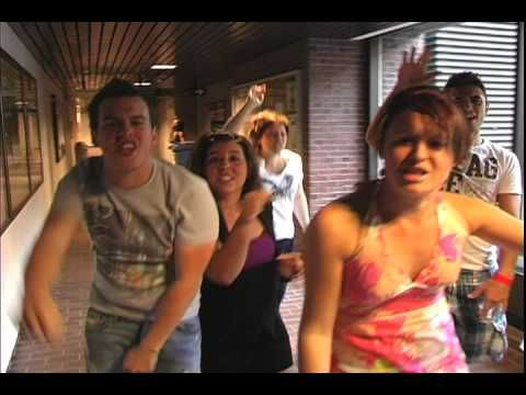 LIP DUB - I Gotta Feeling. This University did a great job coordinating and performing this lip dub.