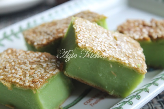 Azie Kitchen: Resepi II: Kuih Bakar Pandan