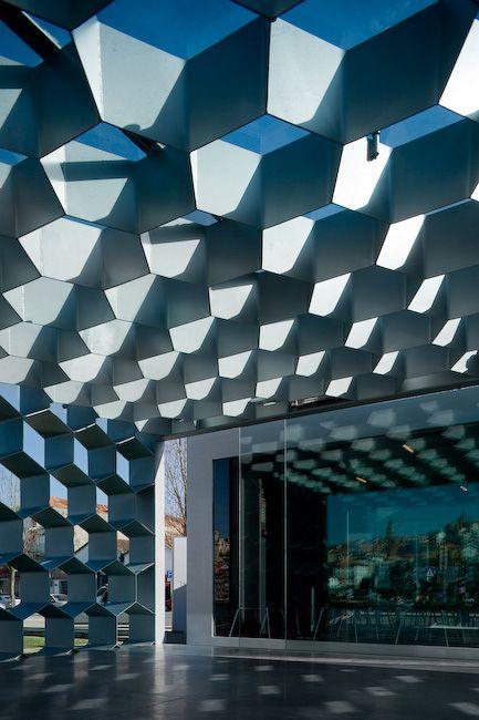 Simple geometric shapes could always go a long way. Ar de Rio Bar Esplanade / Guedes   DeCampos: Decampos Architecture, Ar De Rio Bar Esplanade, Guedes Building, Building Architecture, Architecture Building, Architecture Ideas, Ideas Architecture