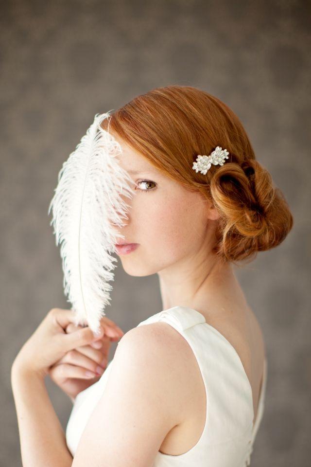 Bruidskapsel knot met een subtiel detail.