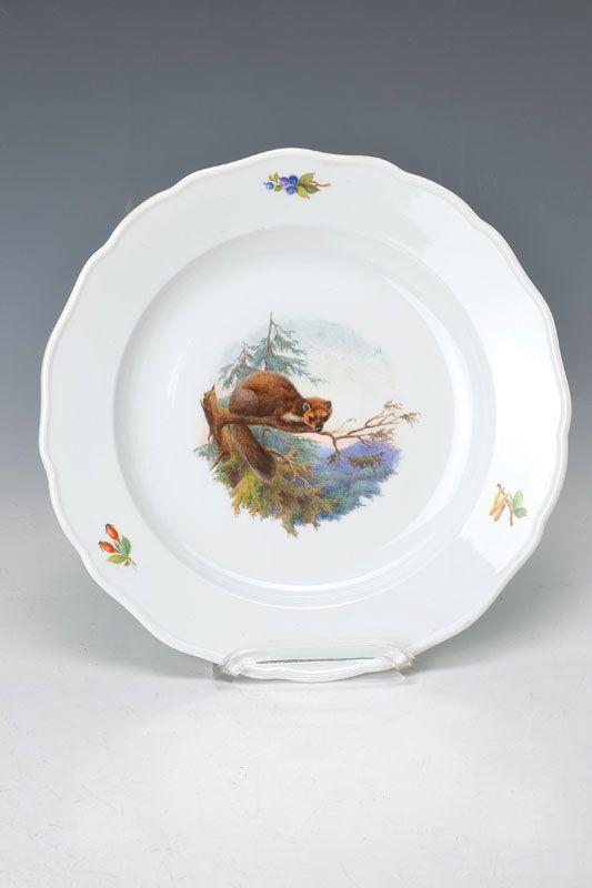 Teller, Meissen, Pfeiferzeit, um 1924-33, auf einem Ast lauernder Baummarder, naturalistische Malerei, umlaufend Hagebutten, Beeren und Fruchtstände der Birke, D.ca. 25 cm  223,- €