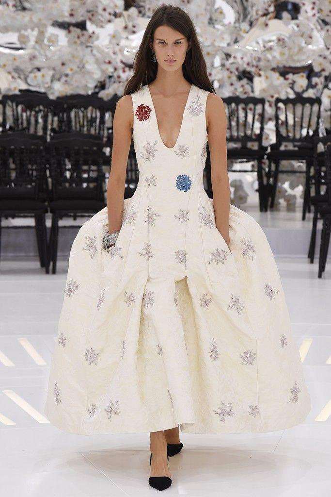 Dior Haute Couture Fall 2014 - Slideshow. Those hips!