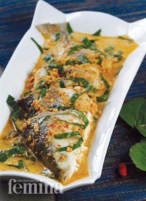 Gulai Ikan Daun Mangkokan: Bahan: 2 ekor (1 kg) ikan bandeng, potong 3 bagian 2 sdm air jeruk nipis 1 sdm garam 1 l santan encer, dari 1 butir kelapa parut 25 lembar daun mangkokan, iris tipis 2 buah asam kandis Minyak sayur Bumbu, haluskan: 10 butir bawang merah 5 siung bawang putih 5 buah cabai merah besar 3 cm kunyit 2 cm jahe 2 cm lengkuas 1½ sdt garam 1 batang serai, ambil bagian putihnya