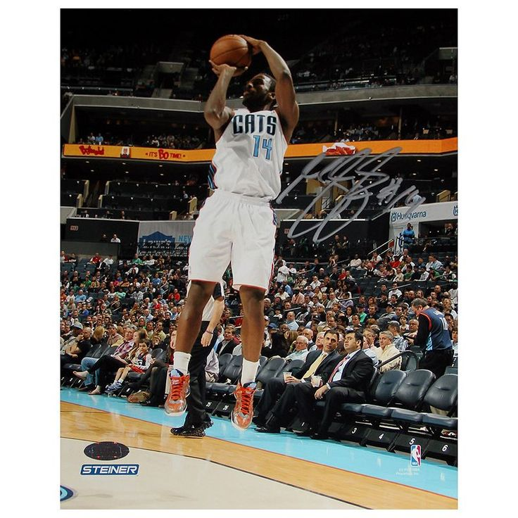 Steiner Sports Michael Kidd-Gilchrist Jump Shot 8'' x 10'' Signed Photo, Multicolor