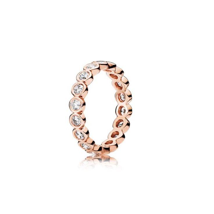 Bague en métal et zircons, de Pandora - Shopping mode: 34 bijoux pour les fêtes