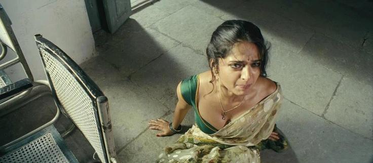Tamil actress anushka shetty cleavage expose. really hot and seducing photos