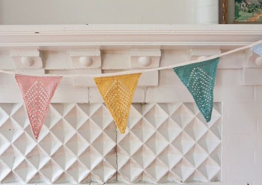 Petit Jardin Bunting - Easter Garden Party - Knitting Pattern via Makerist.com  #makeristknits #knit #knitting #knittersofinstagram  #knittersoftheworld #knitwear #knitwearkids #knittingpattern #knittingpatterns #diy #homemade #handmade #easter ngproject #easter #gardenparty #garden #bunting #weddingideas