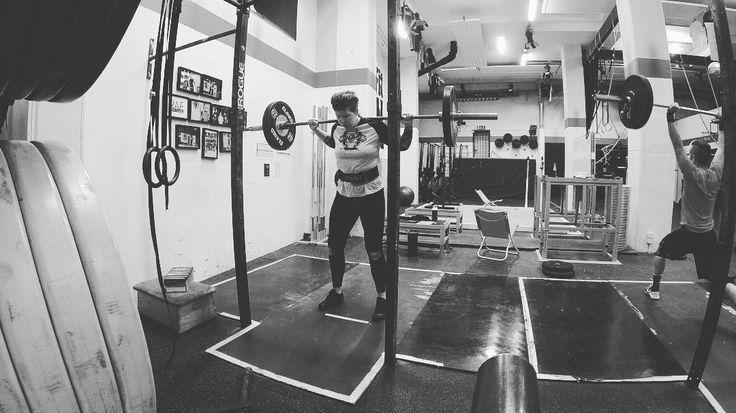 En månad sen VM och motivationen till träning ligger kvar någonstans i Stilla Havet.... #liftheavyoftenasineveryday . . . #cfswe #crossfiteken #rosenlundsatletförening #tyngre #northernspirit #nonbinary #squats #strongerthanever #styrkebyrån #styrketräning #styrkelyft #gainz #bodybuilding #eleiko #liftheavy