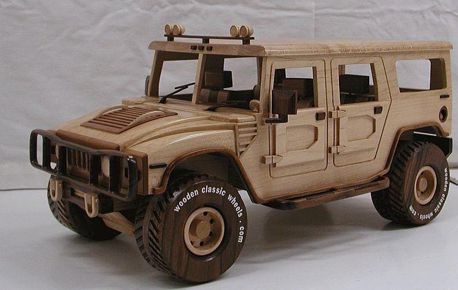 Auto miniatura fabricado en madera reciclada - hummer
