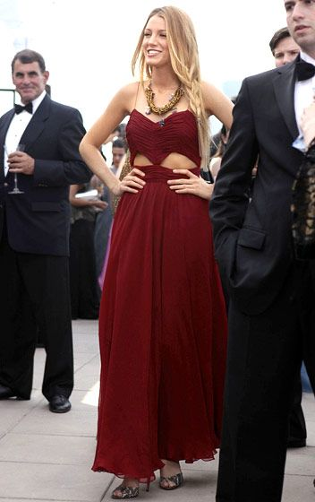 In Season 4 Serena van der Woodsen (Blake Lively) wore a J. Mendel gown, a Dannijo necklace, and Brian Atwood heels.