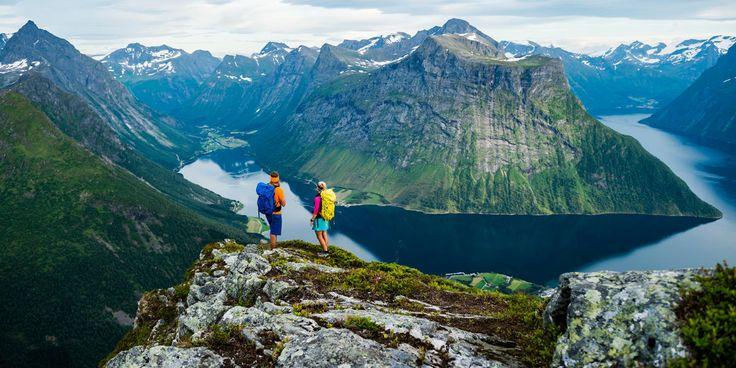 Op pad gaan in de bergen en actief zijn in de natuur is een levensstijl voor veel Noren. En onze mooiste natuur kun je wandelend het beste verkennen.