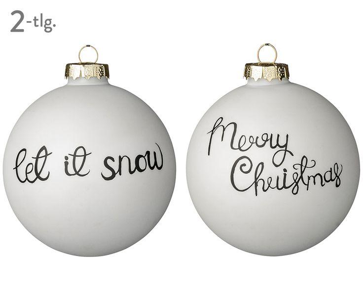 Let it snow! Diese beiden Weihnachtskugeln stimmen auf die Weihnachtszeit ein und werden zu stilvollen Hinguckern am Weihnachtsbaum! In Weiß gehalten, sorgen die Weihnachtskugeln XMAS von Bloomingville für weihnachtliche Stimmung daheim und fügen sich dank ihres zeitlosen Designs in jedes Zuhause ein.