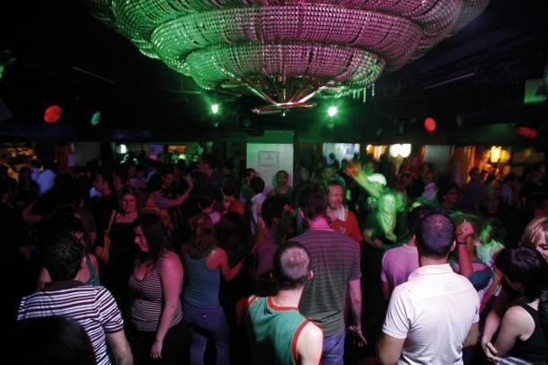 #barcelone #barcelona #барселона #гейшампле #gayxample #чемзаняться #кудапойти #чтопосмотреть #отдых #развлечения #gayfriendly #клубы #лгбт Гей-клуб в Барселоне. Gay-friendly заведения в Барселоне: бары, клубы, отели | Барселона10 - путеводитель по Барселоне