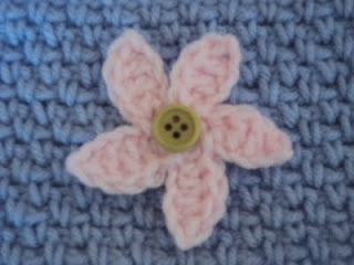 2 mini crochet flower patterns