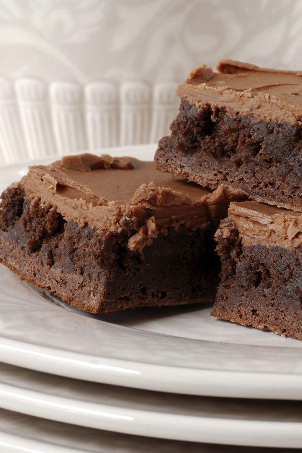 Sooo schokoladig! Hier gibt's das beste Brownie-Rezept: http://www.bildderfrau.de/backschule/brownie-rezept-d59061.html  #brownies