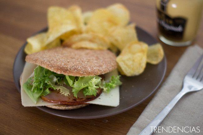 Sándwich ligero de lomo Sajonia y mostaza de Dijon. Receta con fotos del paso a paso y la presentación. Trucos y consejos de elaboración. Receta...
