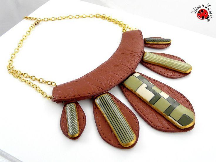 "Collier plastron imitation cuir camel et vert ""Africa"" : Collier par ideesalise"