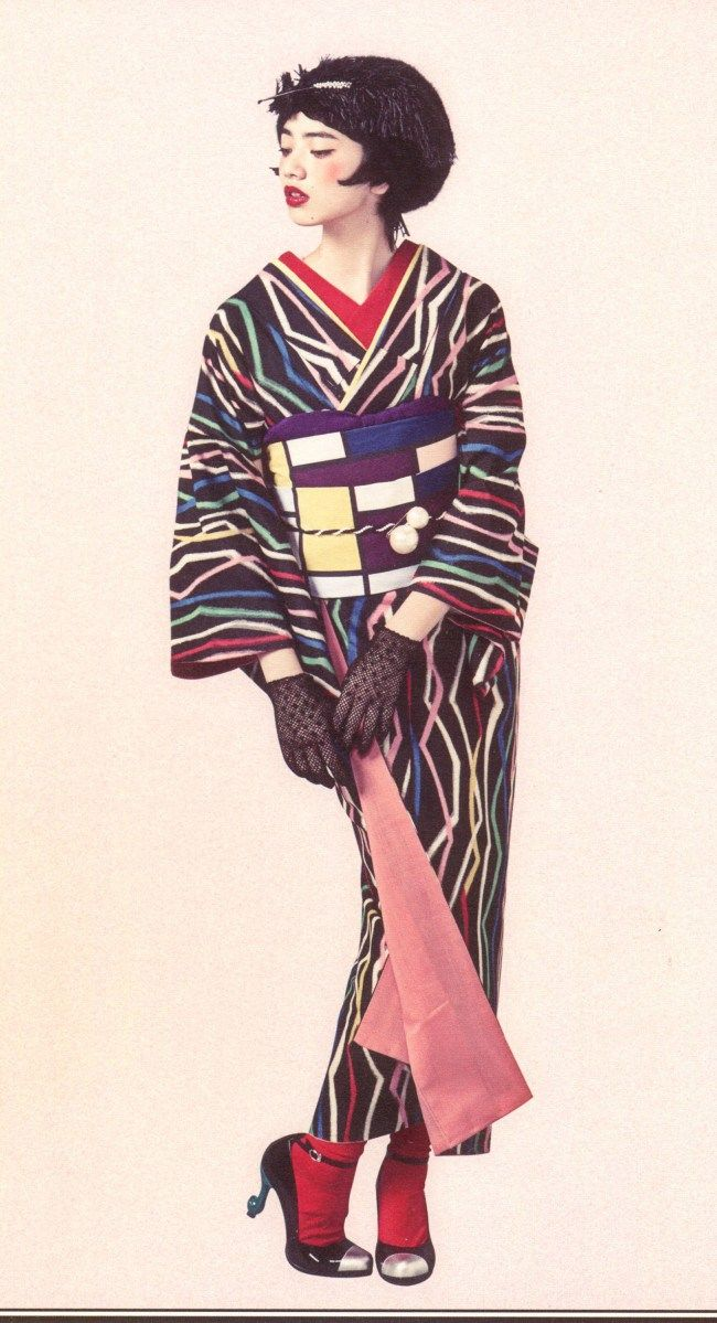 First of all, a Kimono Princess shuns typical seasonal designs and colors. Pink for cherry blossom season? So 10th century...unless it's the kimono LINING! Vintage jazz-age patterns or modern ironic graphics are the most popular for new style kimono hime.