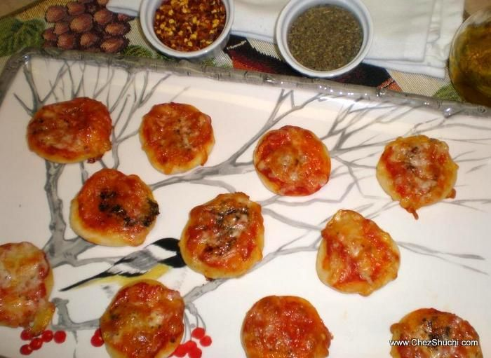 Bite size Pizza- an awesome finger food for parties.