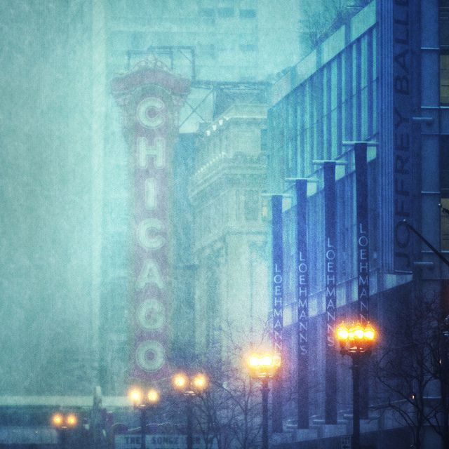Chicago Theater 2011 Snowstorm by Steve McKenzie on flickr.