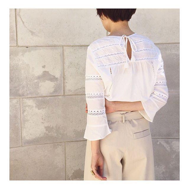 "New⋆⋆2017 spring summer MARILYN MOON ""lace&cutwork blouse""  少し張りのあるコットン素材に、 2種類のレースとカットワークを施した 女性らしいブラウス。  バリ島でひとつひとつ丁寧につくられています。  繊細なディテールが詰まった 手作業の良さを感じるブラウスです。  blouse:¥16,600+tax col:orange pink/navy/o.white ⋆⋆⋆⋆⋆⋆⋆⋆⋆⋆⋆⋆⋆⋆⋆⋆⋆⋆⋆⋆⋆⋆⋆⋆⋆⋆⋆⋆⋆⋆⋆⋆⋆⋆⋆⋆⋆ #walance#marilynmoon#17ss#collection #blouse#shirt#cotton#lace#cutwork#fashion#style#staffsnap"