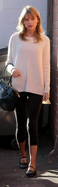Who made  Taylor Swift's green leather handbag, black ballet shoes, and white sweater?