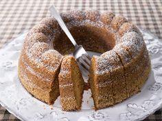 Appelsiinimarmeladilla maustettu helppo kahvikakku on parhaimmillaan muutaman päivän kuluttua leipomisesta.