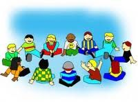 Kledingstuk veranderen - www.activitheek.nl Laat de kinderen in een kring zitten. Eén kind stuur jij even weg. Nu wordt er bij twee kinderen iets van de kleding veranderd, bijvoorbeeld elkaars trui aantrekken of schoenen verwisselen. Het kind, dat even weg was, moet nu proberen te raden wat er veranderd is.
