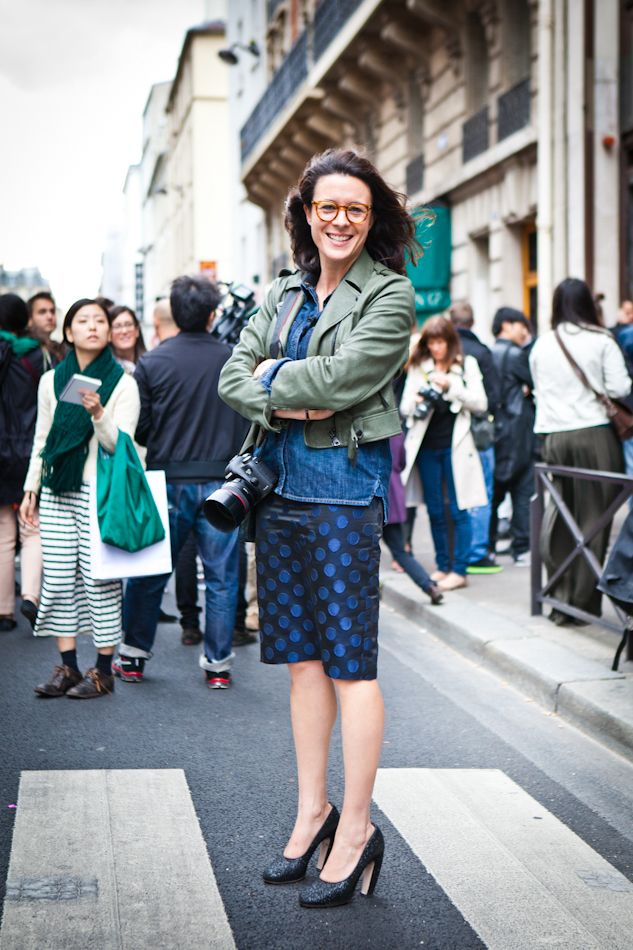 Garance Doré after Dries van Noten and outside the Grand Palais, discussing important 'Pardon my French'? subjects with Tommy Ton in Paris today. I love this outfit, it's easy yet so well put together, love the polkadot skirt, the Miu Miu shoes and her new glasses! Oh, and the fact that she is wearing her hair lose again. I follow Garance's blog pretty much every day, it is amazing how far she has come and I think she is constantly challenging the direction bl