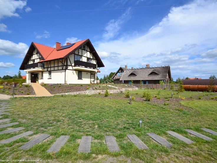 Willa Dwa Jeziora to urokliwy obiekt w stylu marynistycznym nieopodal Węgorzewa. Więcej informacji na:  http://www.nocowanie.pl/noclegi/wegorzewo/pensjonaty/143415/