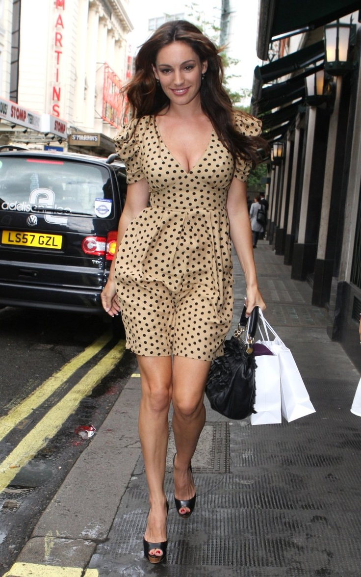 Kelly Brook wearing Topshop in London ♡