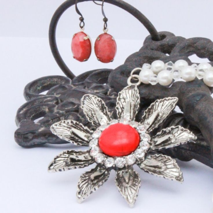 Vintage Fifties Coral Flower Pendant. on Velvet Rose's Pin Up Dressing Room - The vintage shop tailored to you #Vintageinspiredjewellery  #ChristmasPresent Free Postage within Australia