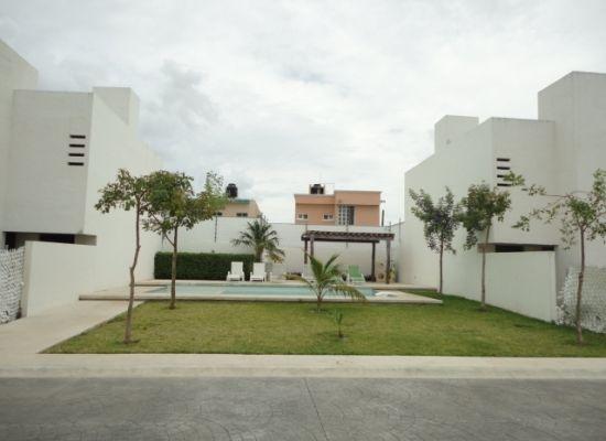 Venta $1,700,000 MXN - Casa en venta en conjunto con seguridad y albercas comunes en Cancun
